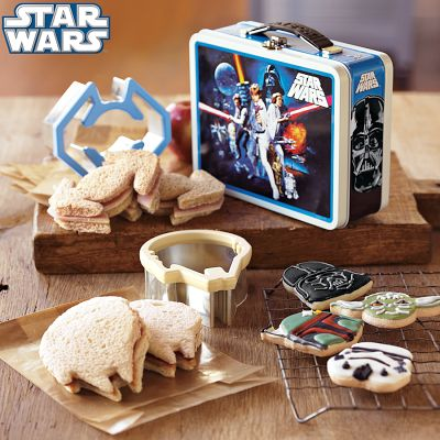img36m Star Wars™ Sandwich Cutters with Vintage Style Tin