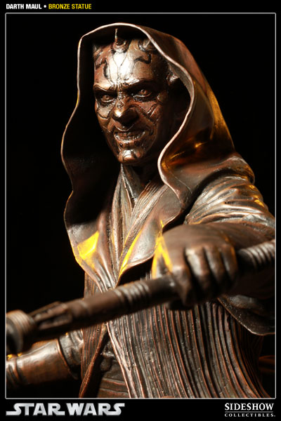 400025 press05 001 Darth Maul Bronze Statue