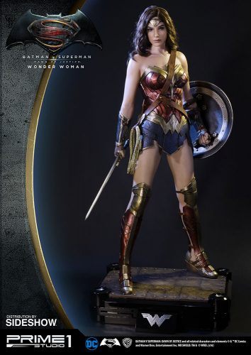 Wonder Woman Polystone Statue 2 354x500 Wonder Woman Polystone Statue by Prime 1 Studio