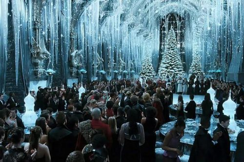 8701d76900eacd2ba52f64b2cbd006e7c37d3851 500x333 Harry Potter Fans Can Eat Christmas Dinner at Hogwarts