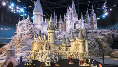 lego hp castle0072 rt 500x283 LEGO conjures up the largest Harry Potter set ever